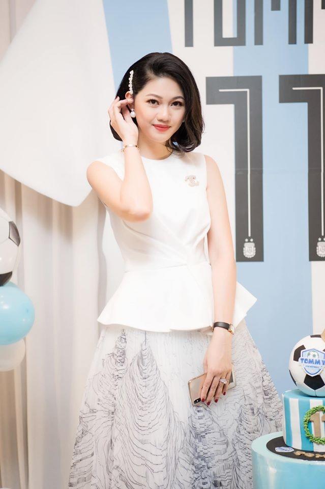 Những Hoa hậu, Á hậu nhanh chóng lấy lại vóc dáng gợi cảm sau sinh năm 2019 - ảnh 6