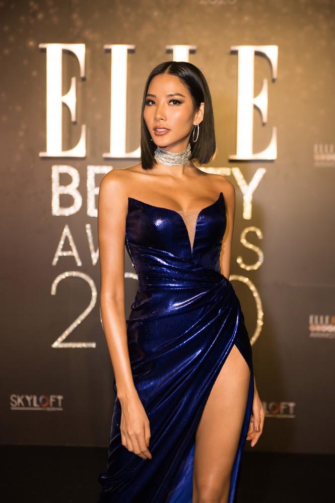 Hoàng Thuỳ diện váy xẻ đùi táo bạo, Khánh Vân trang phục tua rua lạ mắt  - ảnh 3
