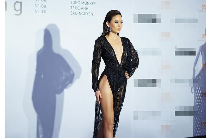 Á hậu Mâu Thuỷ diện váy xuyên thấu lộ nội y, xẻ cao đến hông  - ảnh 4