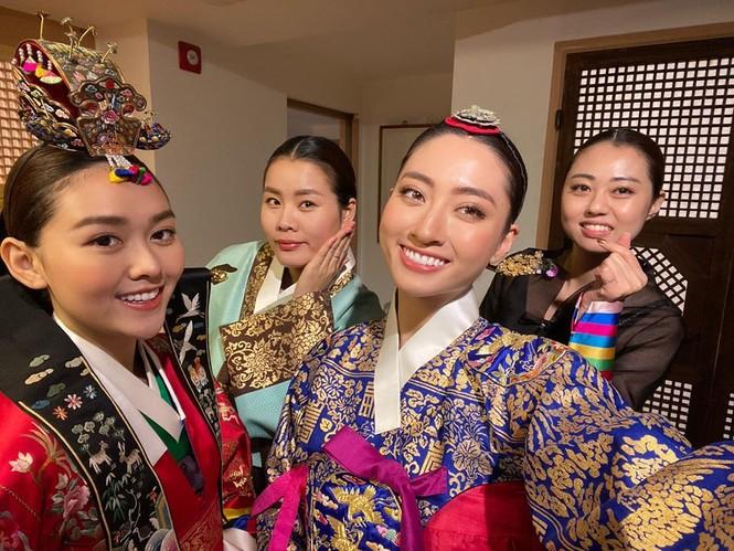 Lương Thuỳ Linh, Tường San, Kiều Loan đẹp 'bất phân thắng bại' khi mặc hanbok  - ảnh 4