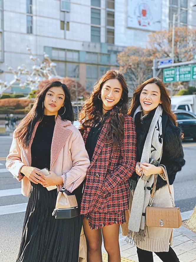 Lương Thuỳ Linh, Tường San, Kiều Loan đẹp 'bất phân thắng bại' khi mặc hanbok  - ảnh 1
