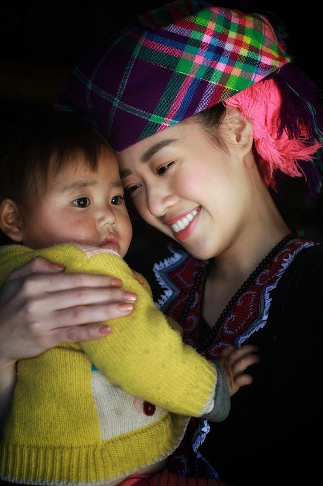 Lương Thuỳ Linh, Tường San, Kiều Loan đẹp 'bất phân thắng bại' khi mặc hanbok  - ảnh 10