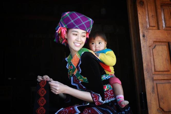 Lương Thuỳ Linh, Tường San, Kiều Loan đẹp 'bất phân thắng bại' khi mặc hanbok  - ảnh 9