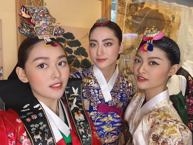 Lương Thuỳ Linh, Tường San, Kiều Loan đẹp 'bất phân thắng bại' khi mặc hanbok  - ảnh 3