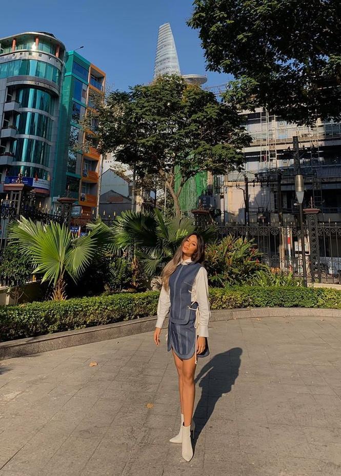 Tiểu Vy mặt mộc đẹp không tì vết, Lan Khuê gợi cảm tái xuất sau 1 tháng sinh con - ảnh 13