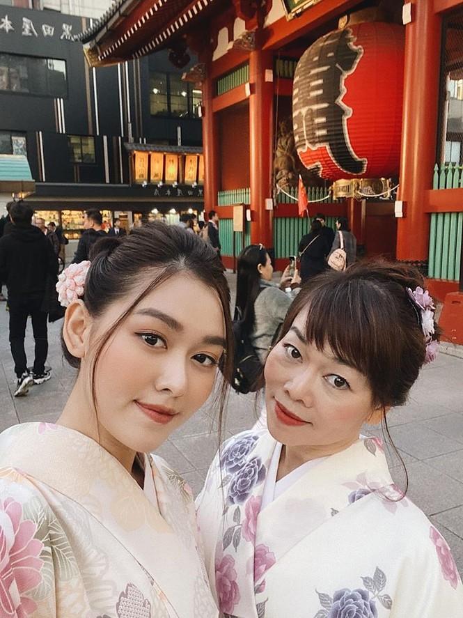Tú Anh, Tiểu Vy khiến fans 'ngây ngất' khi khoe vai trần sexy với váy cúp ngực - ảnh 10