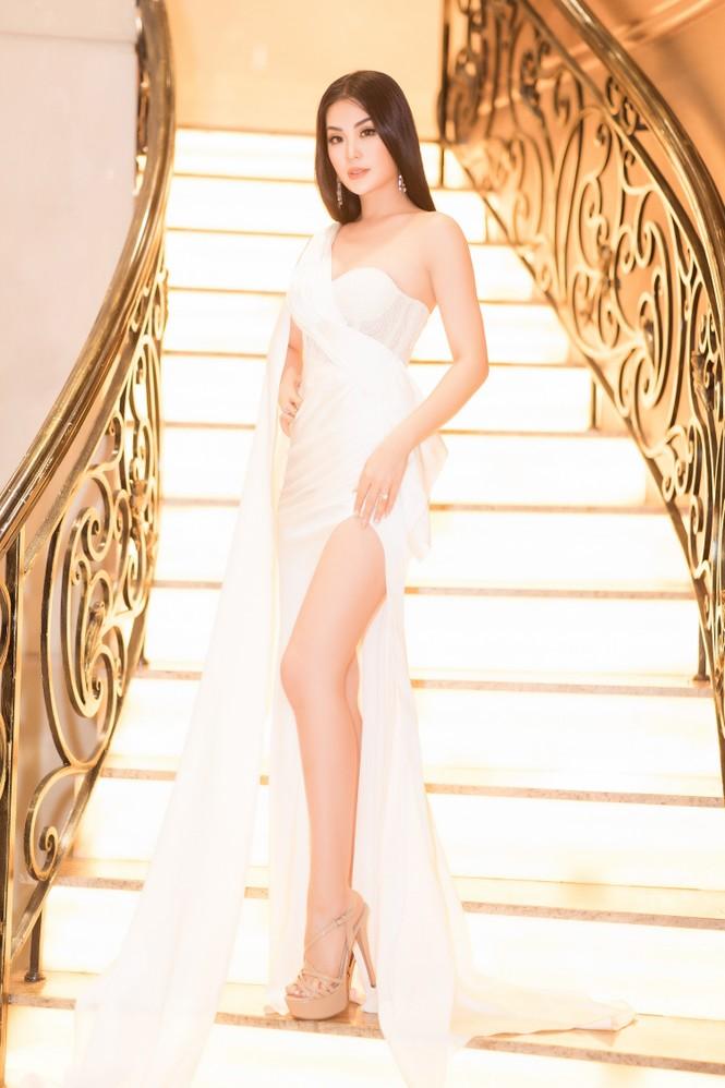 Mai Phương Thuý diện váy cúp ngực sexy, đọ sắc hai đàn em Tiểu Vy, Đỗ Mỹ Linh - ảnh 7