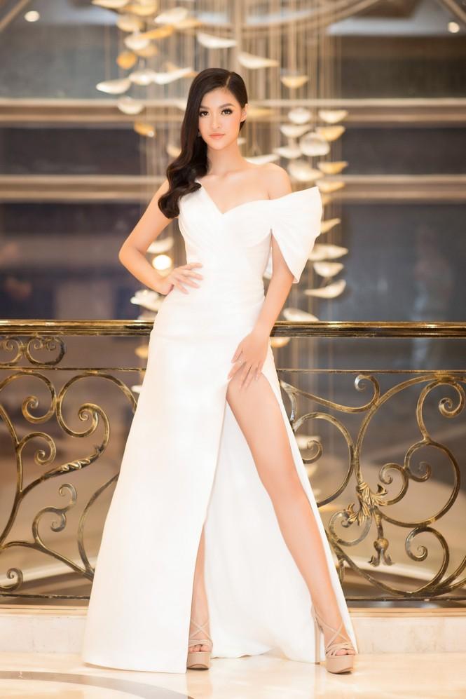 Mai Phương Thuý diện váy cúp ngực sexy, đọ sắc hai đàn em Tiểu Vy, Đỗ Mỹ Linh - ảnh 8