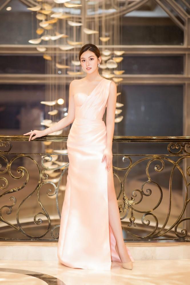 Mai Phương Thuý diện váy cúp ngực sexy, đọ sắc hai đàn em Tiểu Vy, Đỗ Mỹ Linh - ảnh 9