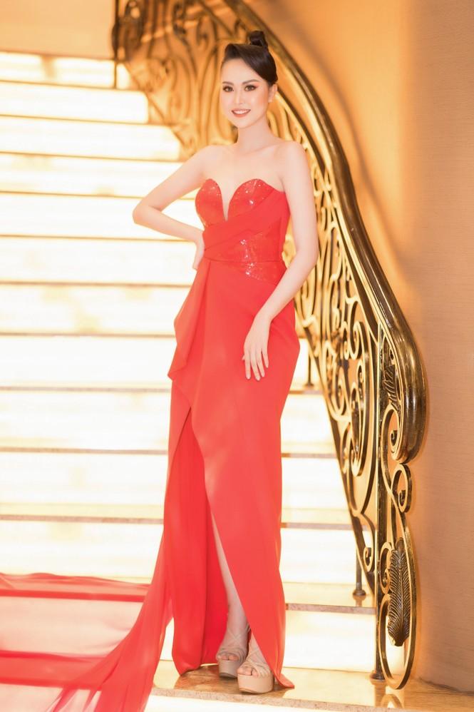 Mai Phương Thuý diện váy cúp ngực sexy, đọ sắc hai đàn em Tiểu Vy, Đỗ Mỹ Linh - ảnh 11