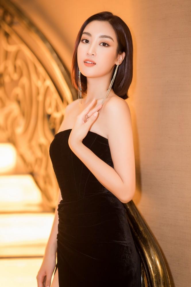 Mai Phương Thuý diện váy cúp ngực sexy, đọ sắc hai đàn em Tiểu Vy, Đỗ Mỹ Linh - ảnh 1