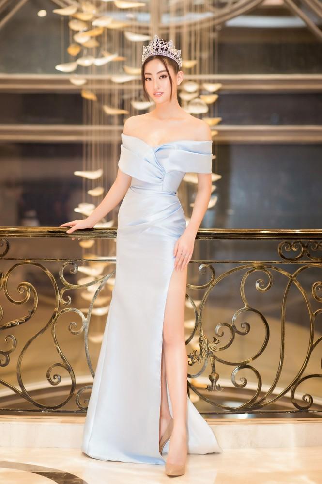 Mai Phương Thuý diện váy cúp ngực sexy, đọ sắc hai đàn em Tiểu Vy, Đỗ Mỹ Linh - ảnh 13