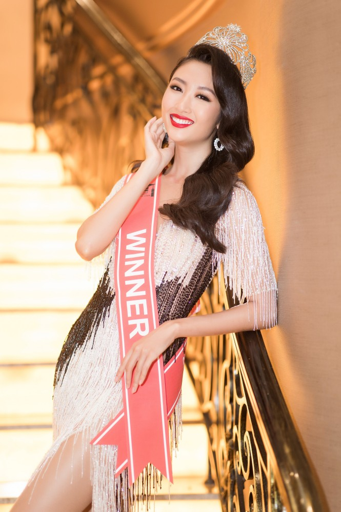 Mai Phương Thuý diện váy cúp ngực sexy, đọ sắc hai đàn em Tiểu Vy, Đỗ Mỹ Linh - ảnh 12
