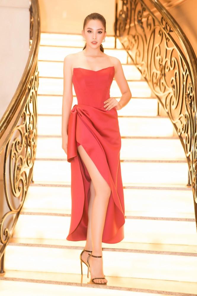 Mai Phương Thuý diện váy cúp ngực sexy, đọ sắc hai đàn em Tiểu Vy, Đỗ Mỹ Linh - ảnh 4
