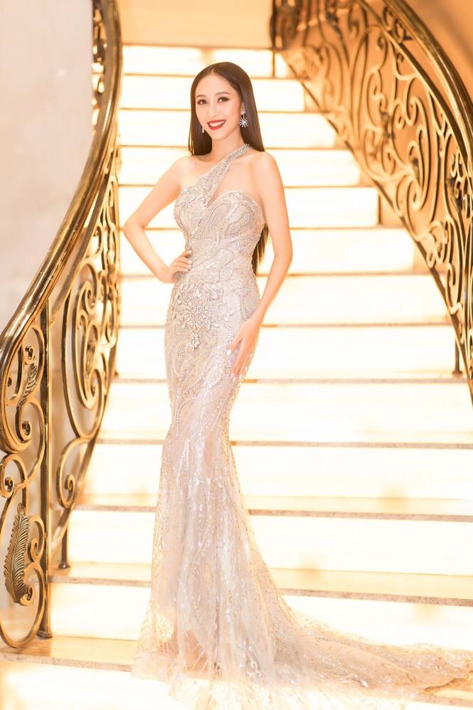 Mai Phương Thuý diện váy cúp ngực sexy, đọ sắc hai đàn em Tiểu Vy, Đỗ Mỹ Linh - ảnh 16