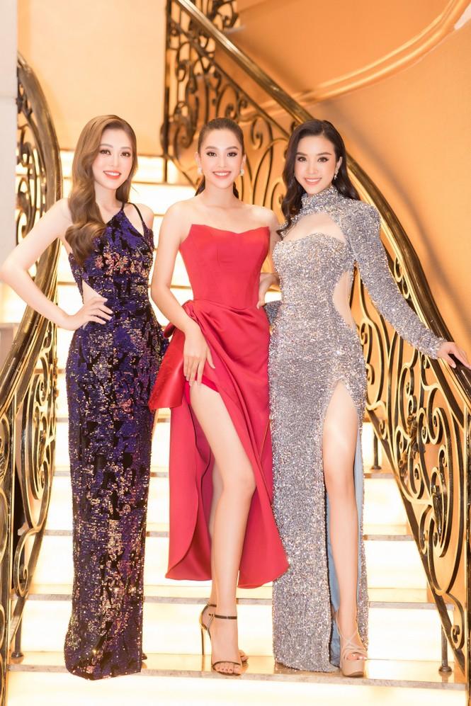 Mai Phương Thuý diện váy cúp ngực sexy, đọ sắc hai đàn em Tiểu Vy, Đỗ Mỹ Linh - ảnh 18