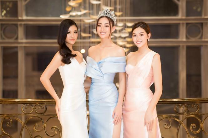 Mai Phương Thuý diện váy cúp ngực sexy, đọ sắc hai đàn em Tiểu Vy, Đỗ Mỹ Linh - ảnh 17