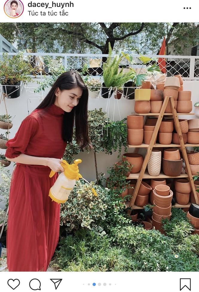 Á hậu Tường San đăng ảnh đón Valentine sớm, khoe khéo vòng 1 gợi cảm  - ảnh 7