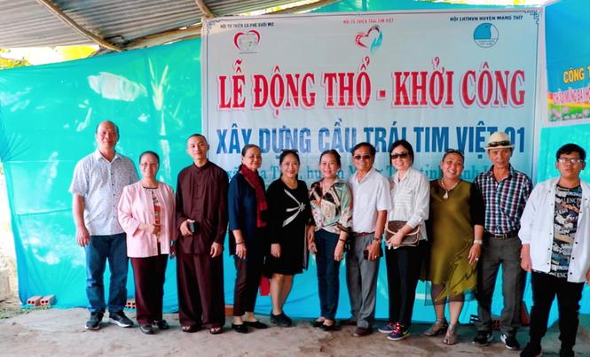 Người dân xã Hòa Tịnh dự lễ động thổ dự án cầu thiện nguyện Trái Tim Việt - ảnh 1