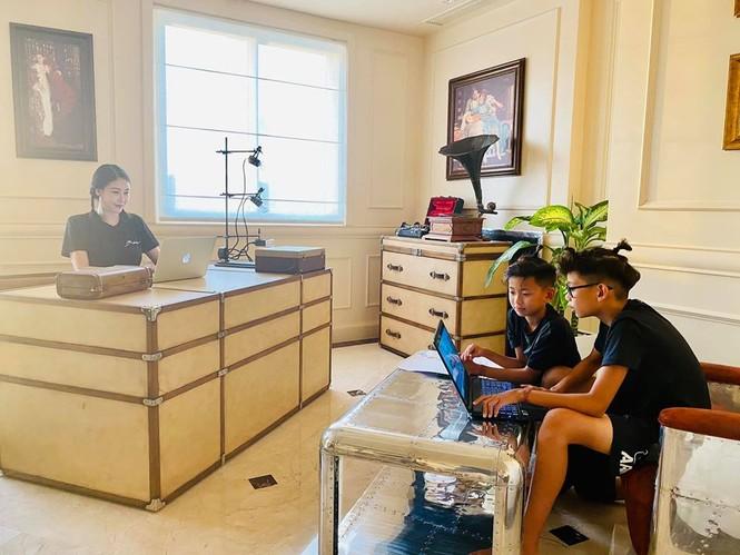 Hà Kiều Anh cùng gia đình cách ly xã hội tại biệt thự sát biển ở Vũng Tàu - ảnh 2