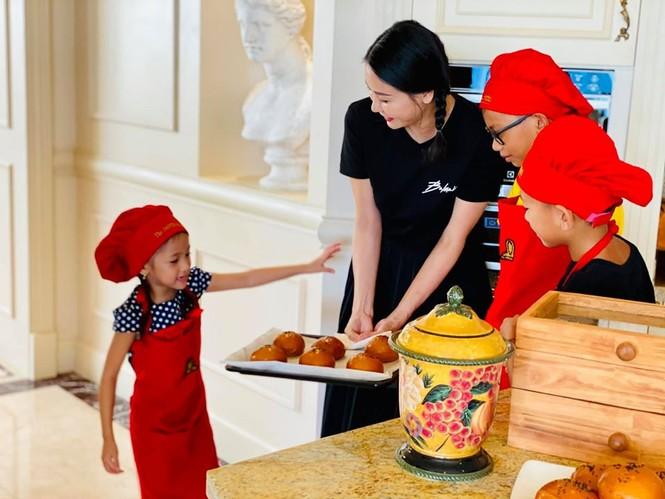 Hà Kiều Anh cùng gia đình cách ly xã hội tại biệt thự sát biển ở Vũng Tàu - ảnh 3
