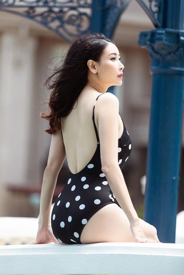 Hà Kiều Anh khoe body tuyệt mỹ tuổi 44 với bikini  - ảnh 5