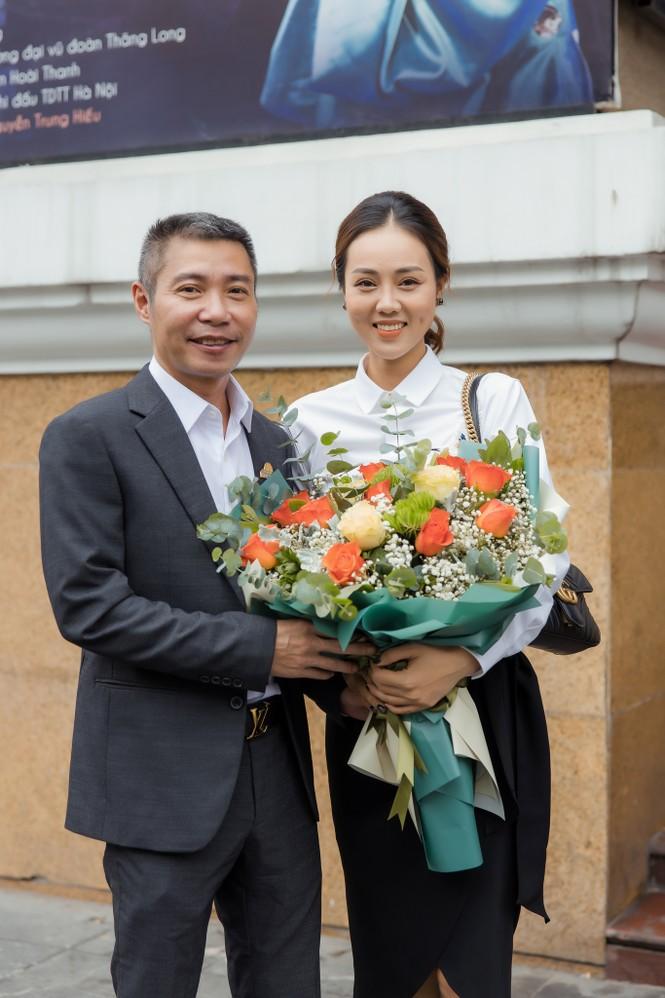 Bạn gái xinh đẹp tới chúc mừng NSND Công Lý lên chức Phó Giám đốc - ảnh 8