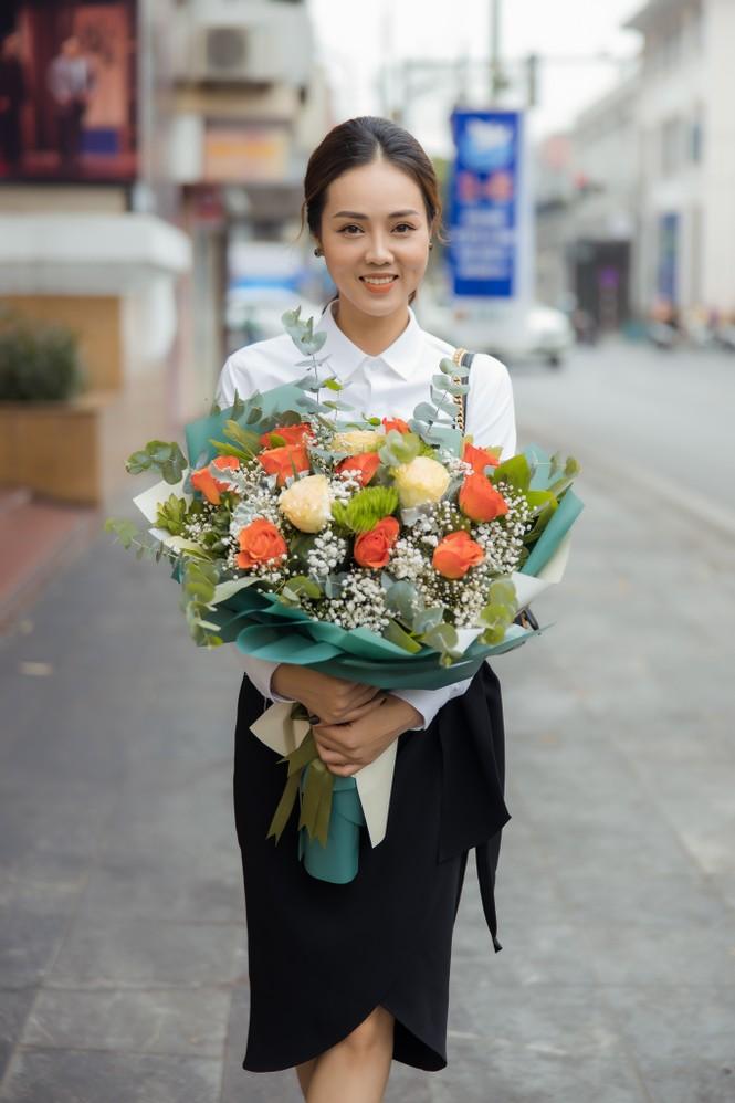 Bạn gái xinh đẹp tới chúc mừng NSND Công Lý lên chức Phó Giám đốc - ảnh 3