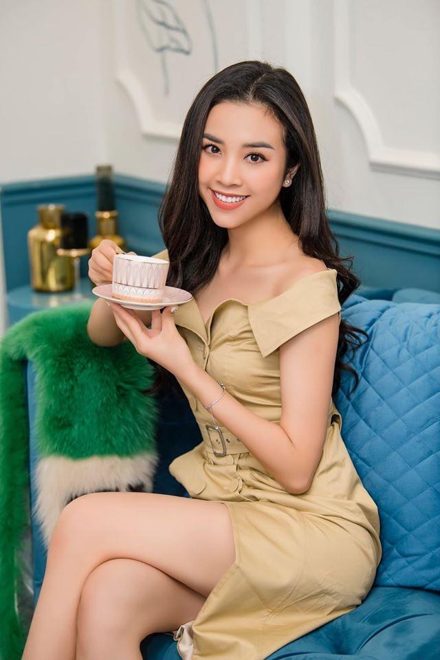 Mâu Thuỷ - Lương Thuỳ Linh 'đụng hàng' váy hồng cắt xẻ táo bạo khoe body gợi cảm - ảnh 5