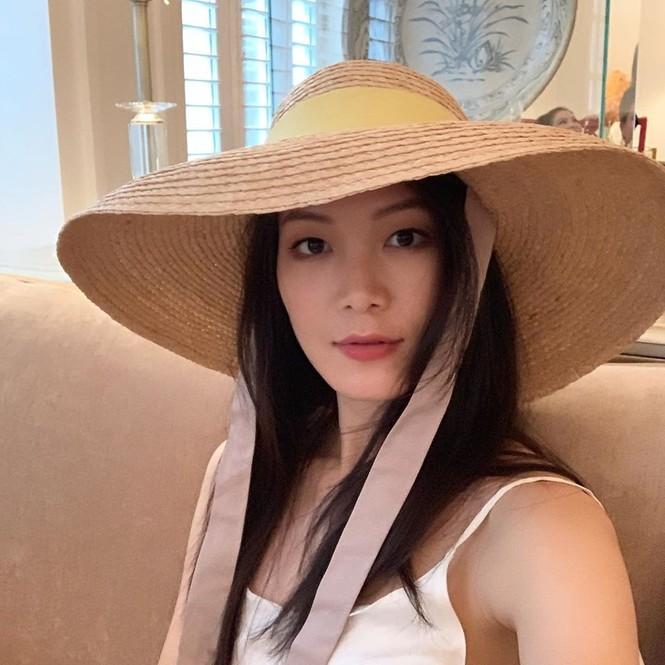 Mâu Thuỷ - Lương Thuỳ Linh 'đụng hàng' váy hồng cắt xẻ táo bạo khoe body gợi cảm - ảnh 12