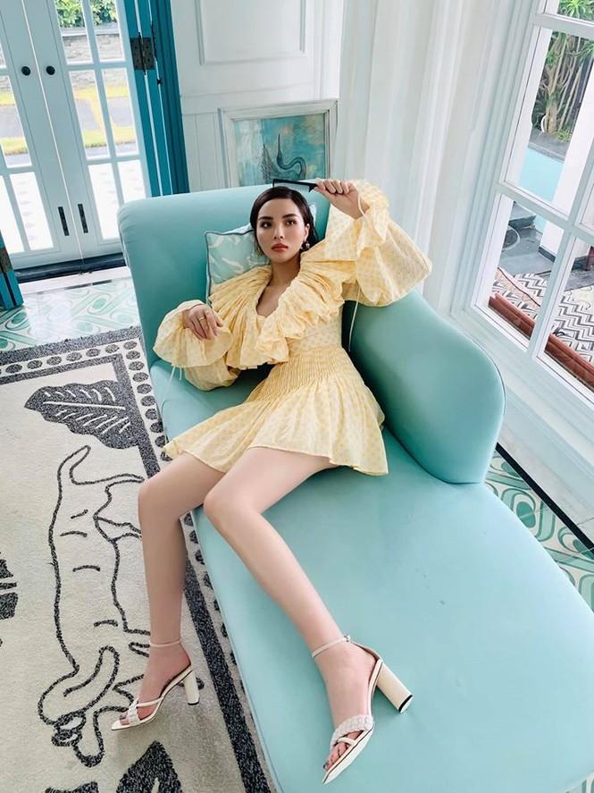 Á hậu Tú Anh mặc áo tắm màu đen đơn giản nhưng vẫn khoe khéo body cực quyến rũ - ảnh 12