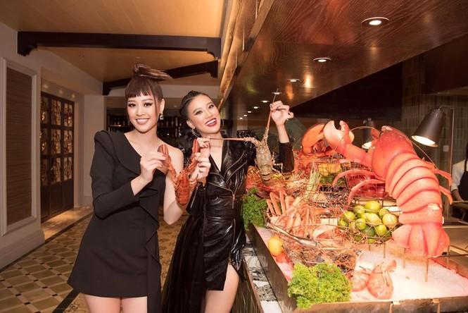 Á hậu Tú Anh mặc áo tắm màu đen đơn giản nhưng vẫn khoe khéo body cực quyến rũ - ảnh 15