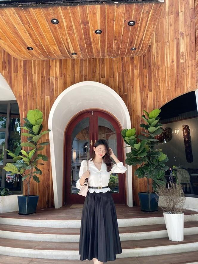Á hậu Tú Anh mặc áo tắm màu đen đơn giản nhưng vẫn khoe khéo body cực quyến rũ - ảnh 7