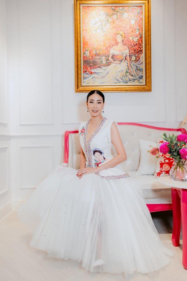 Á hậu Tú Anh mặc áo tắm màu đen đơn giản nhưng vẫn khoe khéo body cực quyến rũ - ảnh 8