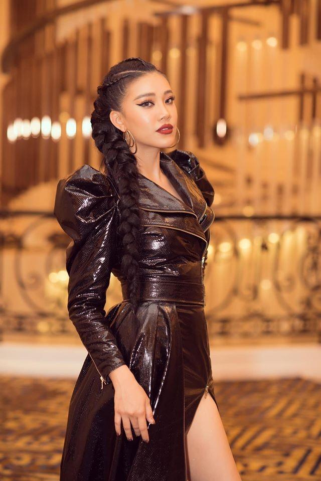 Á hậu Tú Anh mặc áo tắm màu đen đơn giản nhưng vẫn khoe khéo body cực quyến rũ - ảnh 13