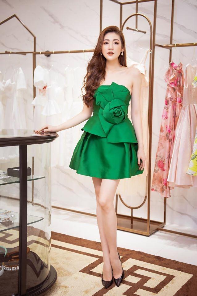 Đỗ Mỹ Linh 'kín cổng cao tường', Hoàng Thuỳ khoe đường cong gợi cảm với váy da báo - ảnh 7