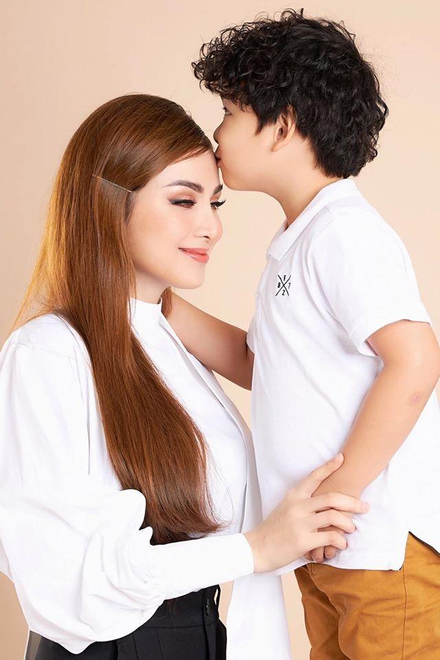 Đỗ Mỹ Linh 'kín cổng cao tường', Hoàng Thuỳ khoe đường cong gợi cảm với váy da báo - ảnh 14