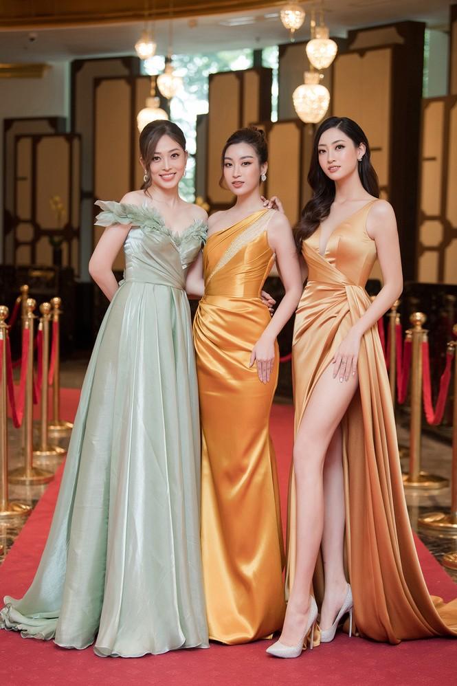 Dàn người đẹp trải nghiệm khách sạn 8 sao dát vàng tại Hà Nội - ảnh 1