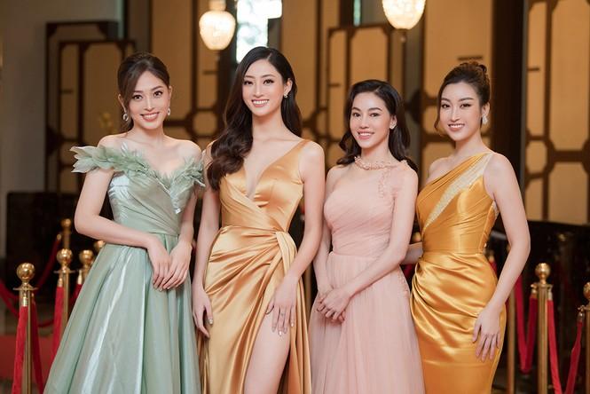 Dàn người đẹp trải nghiệm khách sạn 8 sao dát vàng tại Hà Nội - ảnh 3