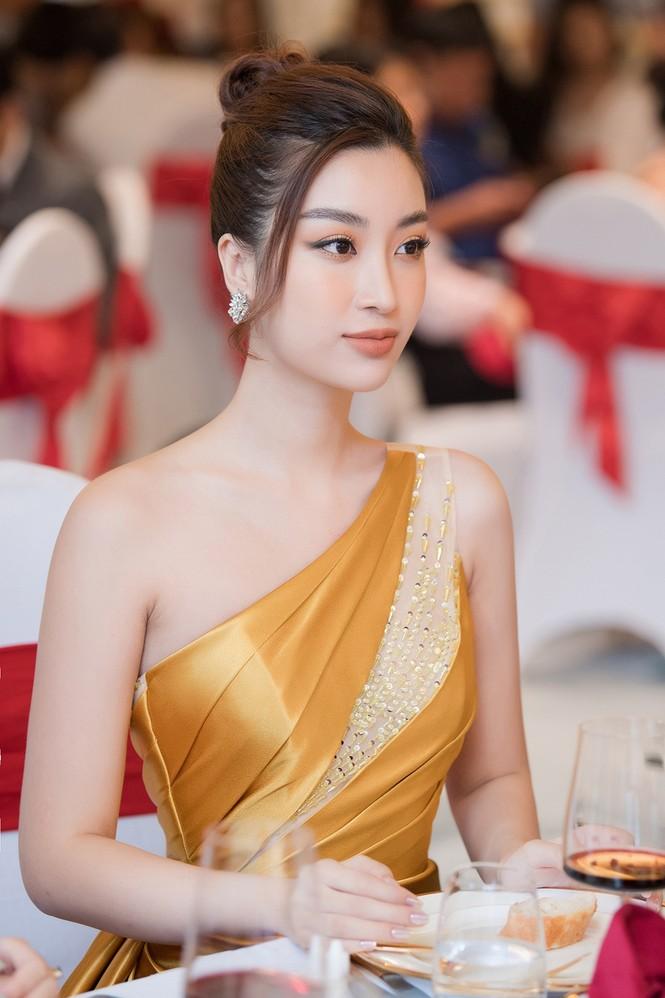 Dàn người đẹp trải nghiệm khách sạn 8 sao dát vàng tại Hà Nội - ảnh 10