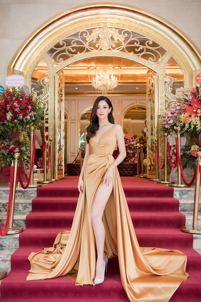 Dàn người đẹp trải nghiệm khách sạn 8 sao dát vàng tại Hà Nội - ảnh 4