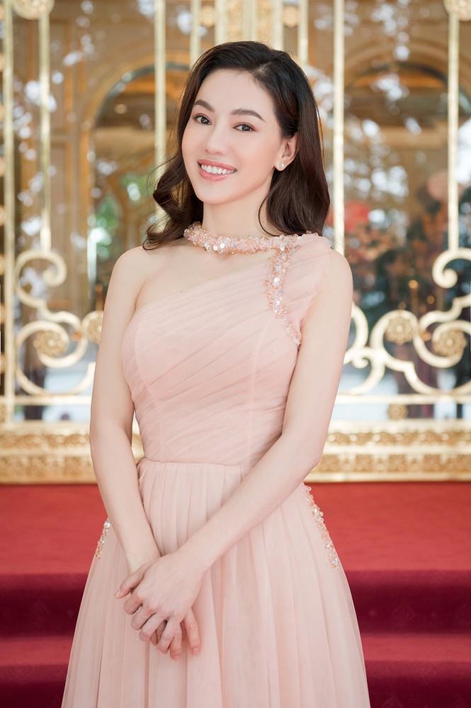 Dàn người đẹp trải nghiệm khách sạn 8 sao dát vàng tại Hà Nội - ảnh 14