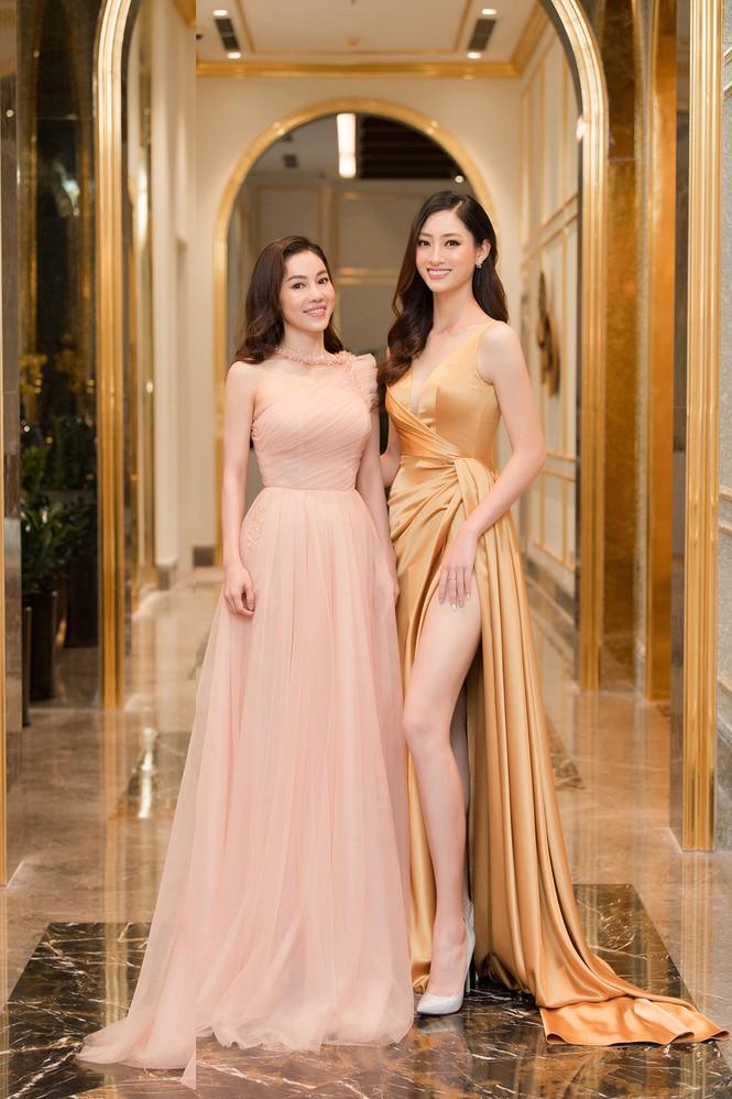 Dàn người đẹp trải nghiệm khách sạn 8 sao dát vàng tại Hà Nội - ảnh 13