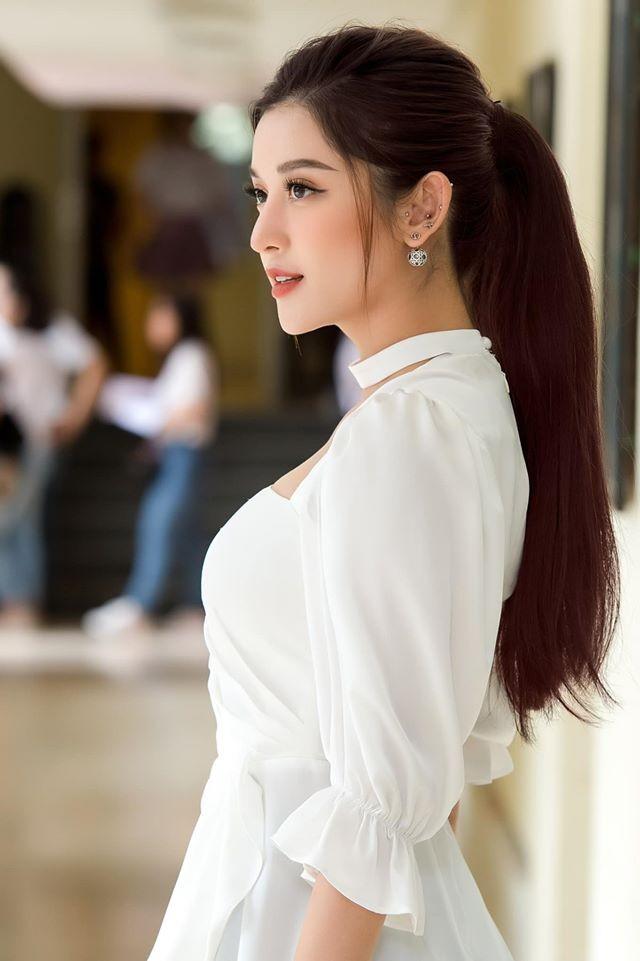 Hoa hậu Diễm Hương hoá gái Nhật, H'Hen Niê rạng rỡ mặc áo xanh tình nguyện - ảnh 8