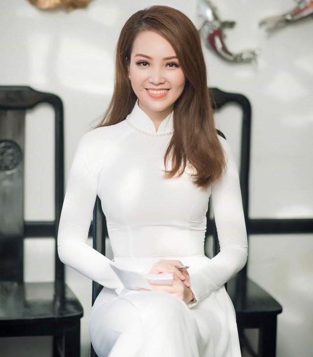 Á hậu Thuỵ Vân: Từ MC đình đám của VTV đến giám khảo Hoa hậu Việt Nam 2020 - ảnh 2