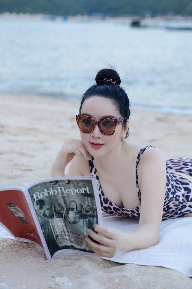 Minh Tú mặc trễ nải khoe vai trần nuột nà, Giáng My nóng bỏng với bikini ở tuổi 50 - ảnh 6