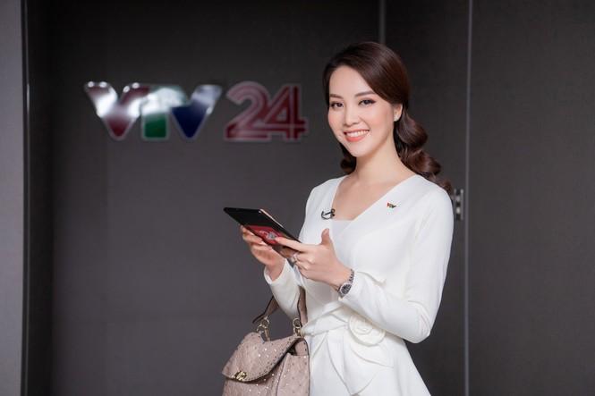 Á hậu Thụy Vân 'tái xuất' khán giả VTV, tiếp tục dẫn 'Chuyển động 24h' - ảnh 7