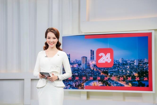 Á hậu Thụy Vân 'tái xuất' khán giả VTV, tiếp tục dẫn 'Chuyển động 24h' - ảnh 11