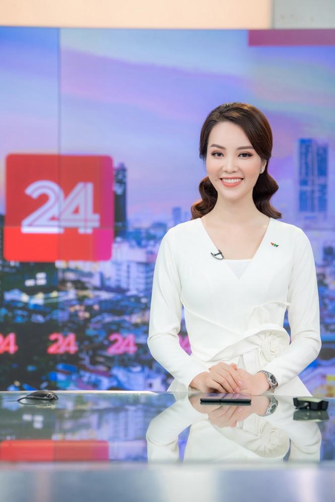 Á hậu Thụy Vân 'tái xuất' khán giả VTV, tiếp tục dẫn 'Chuyển động 24h' - ảnh 10
