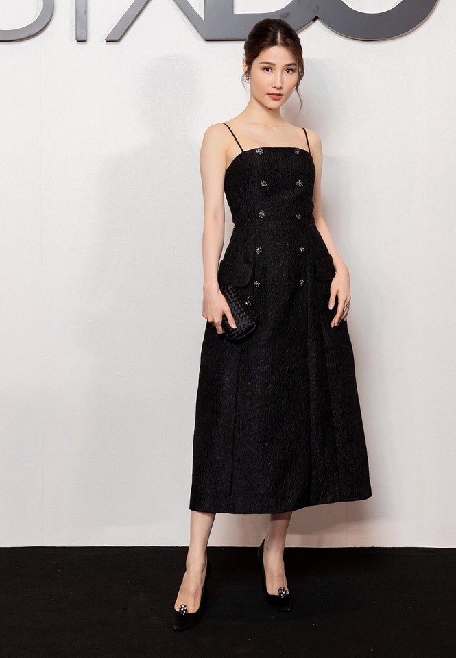 Tiểu Vy-Đỗ Mỹ Linh cùng diện sắc đen bí ẩn và quyến rũ, đọ sắc dàn mỹ nhân trên thảm đỏ - ảnh 11